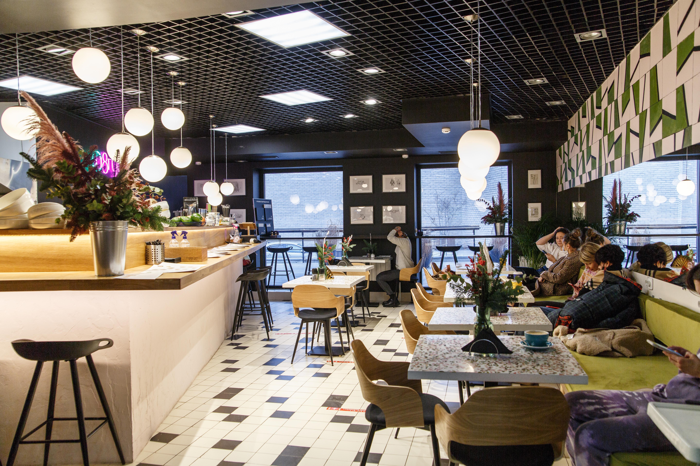 Новая точка наДаниловском рынке вМоскве открылась вавгусте 2020года ипока работает вминус. Нозасчет остальных точек проект Элины работает вплюс. Фотографии:КсенияКолесникова