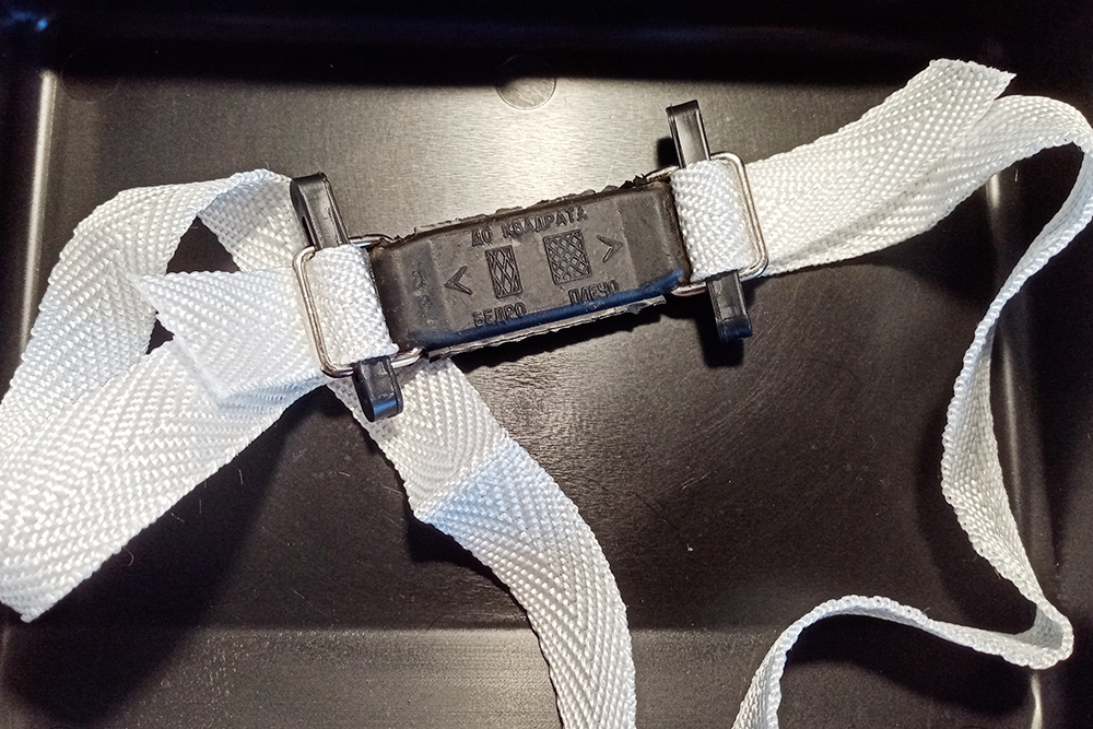 Вот пример жгута, изготовленного изстропы, сметаллическими пряжками