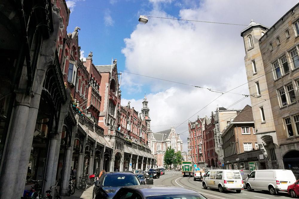 На этой улице располагался мой отель