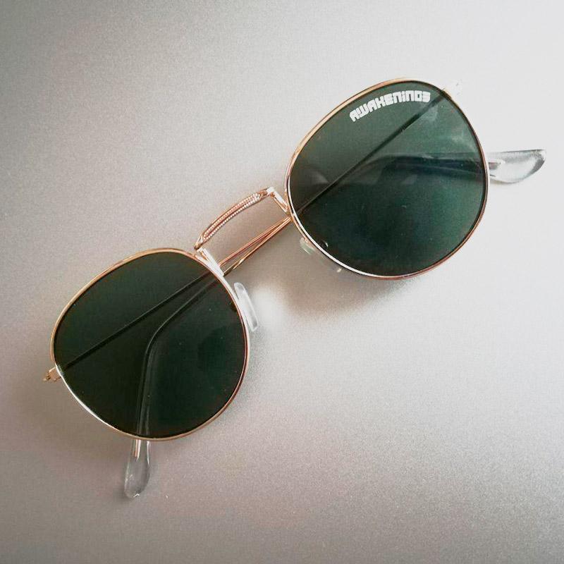 В2019году брендированные солнцезащитные очки дарили всем посетителям просто так, прямо навходе