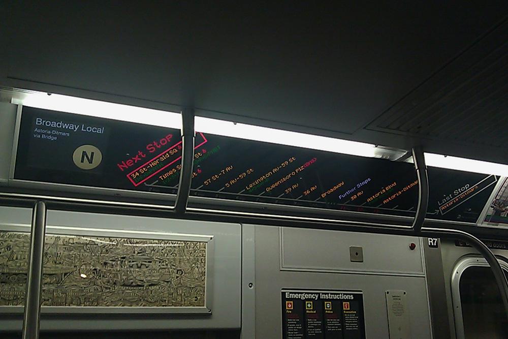 Маршрут, по которому едет поезд метро, обозначен буквой N. Источник: dreig / Flickr