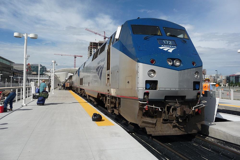 Журналист Адам Ли столкнулся с опозданием поезда и посоветовал в такой ситуации обращаться в компанию Amtrak. В качестве извинений Amtrak предложила Ли ваучер на 100$ (8370<span class=ruble>Р</span>). Источник:&nbsp;simon1234567 / Pixabay