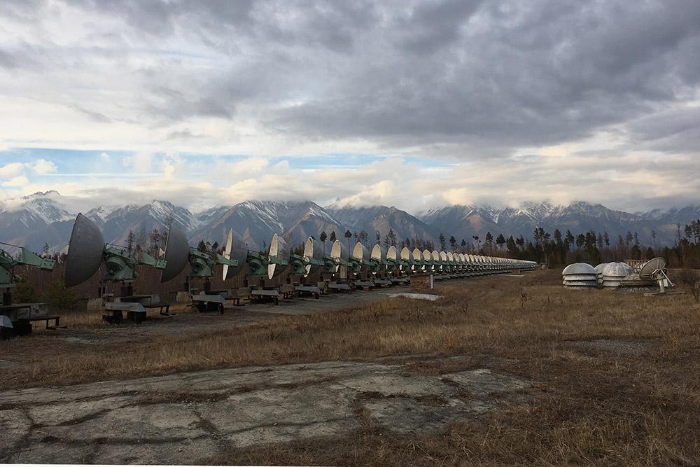 К радиотелескопу стоит приехать хотя бы ради потрясающего вида на горы