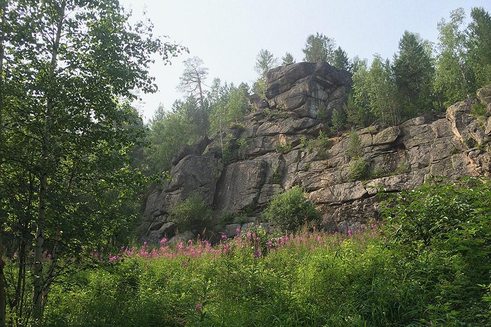 Скальники выглядят так, словно их выложили из камней разной величины