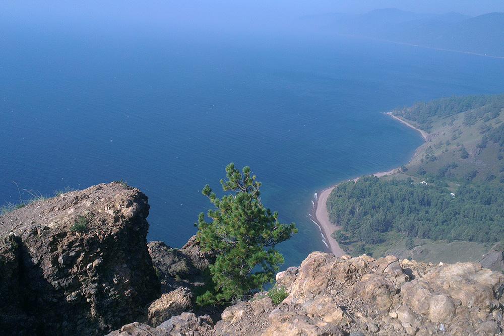 В хорошую погоду с мыса Скрипер открывается чудесный вид на Байкал