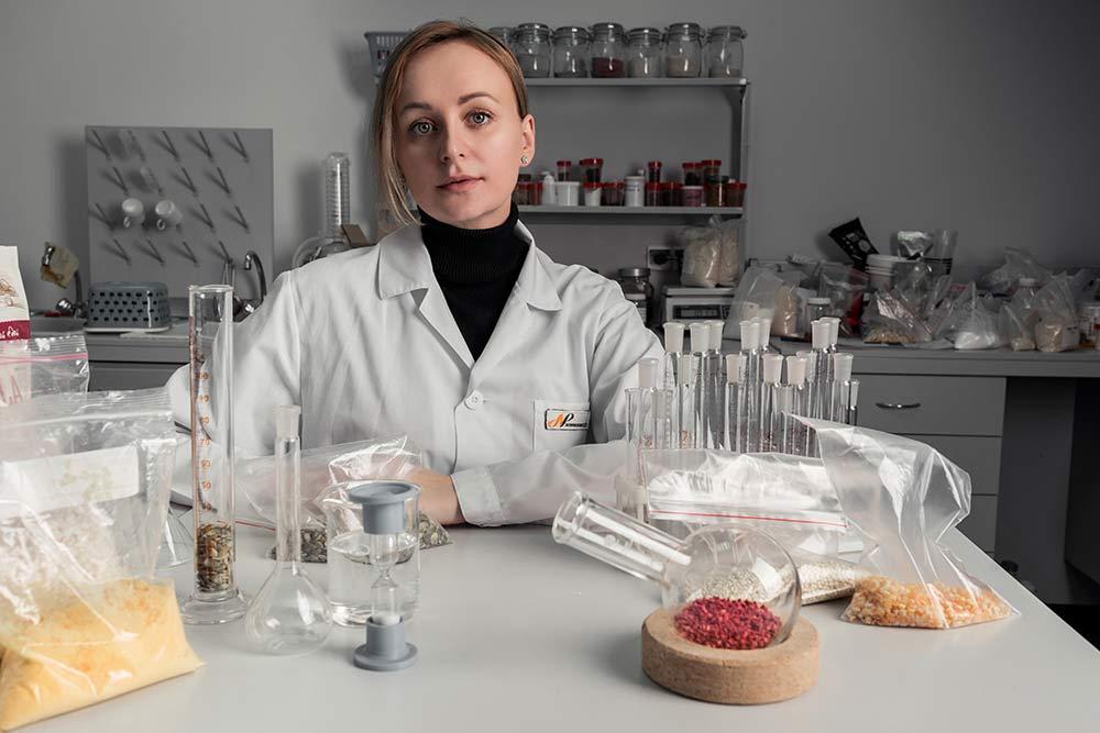 Контроль качества осуществляется в лаборатории на всех этапах производства, начиная сконтроля входящего сырья и заканчивая товарными партиями готовой продукции