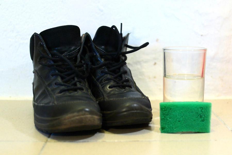 Ботинки, помытые губкой над ведром