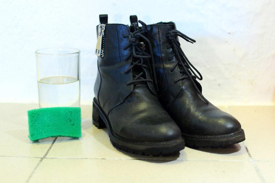 Ботинки, помытые губкой над ведром в той же воде, что и первые