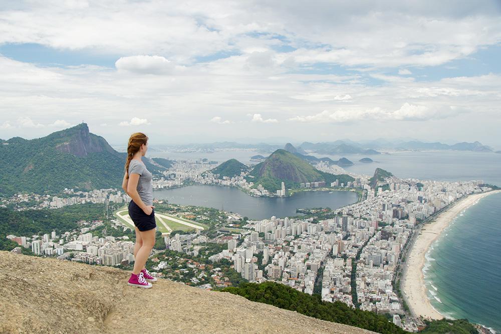 Вид на Рио-де-Жанейро с вершины горы Дойз-Ирманс