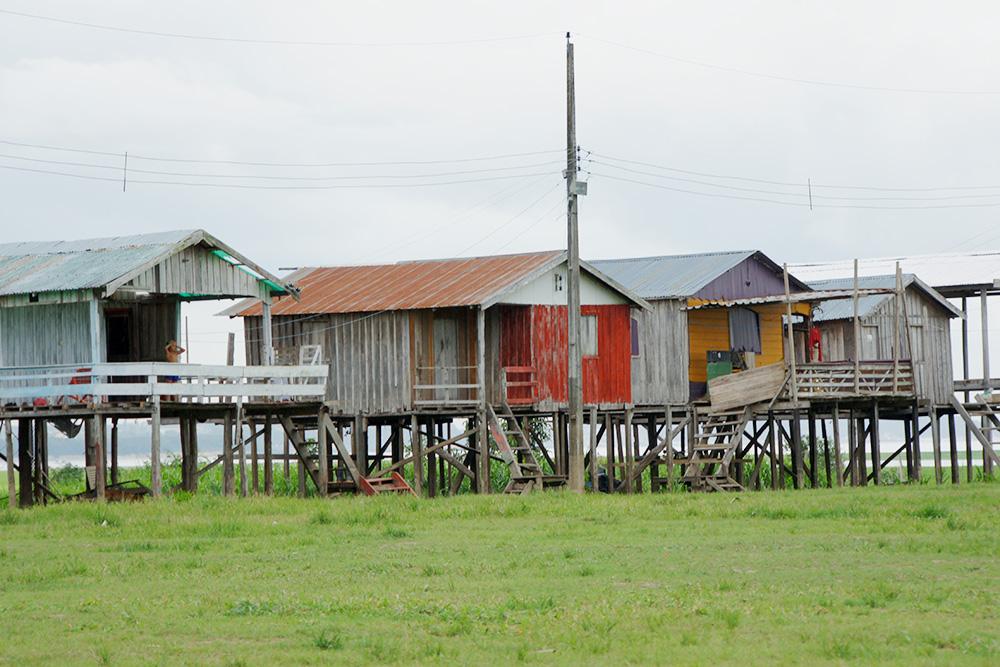 Поселение из домов на сваях