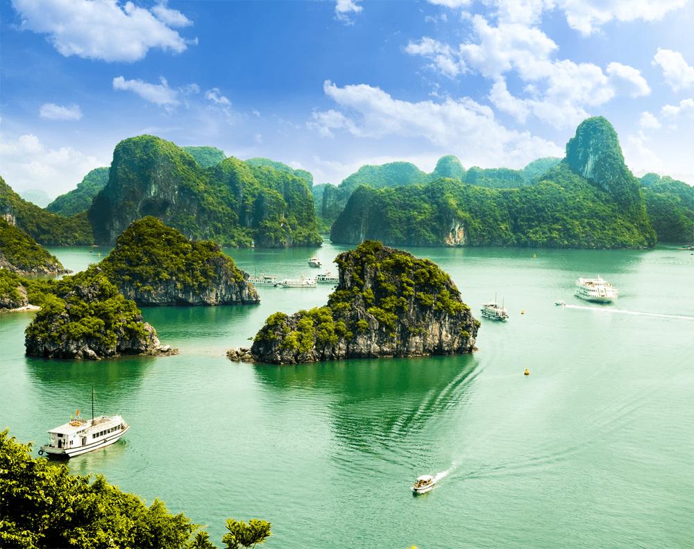 Бухта Халонг — объект всемирного наследия ЮНЕСКО и самый узнаваемый символ Вьетнама