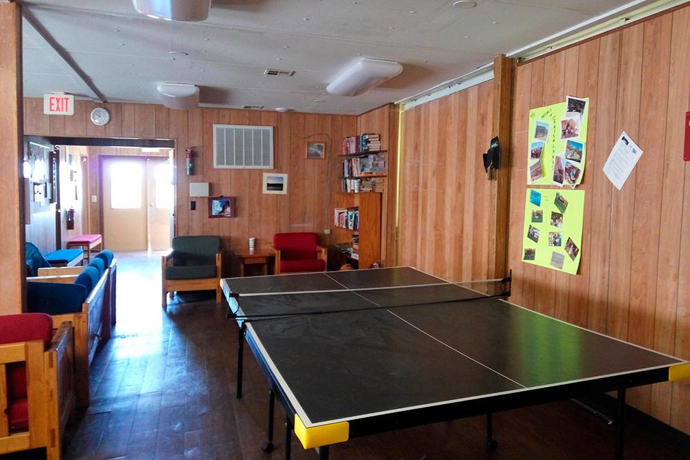 В центре отдыха был настольный теннис и бильярд