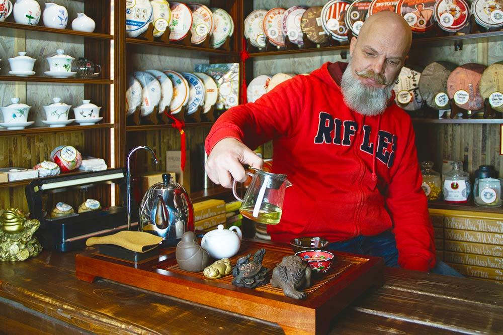 В чайной можно купить и попробовать более 300сортов китайского чая. Пока что чай покупаем у поставщиков из Москвы, но планируем работать с Китаем напрямую
