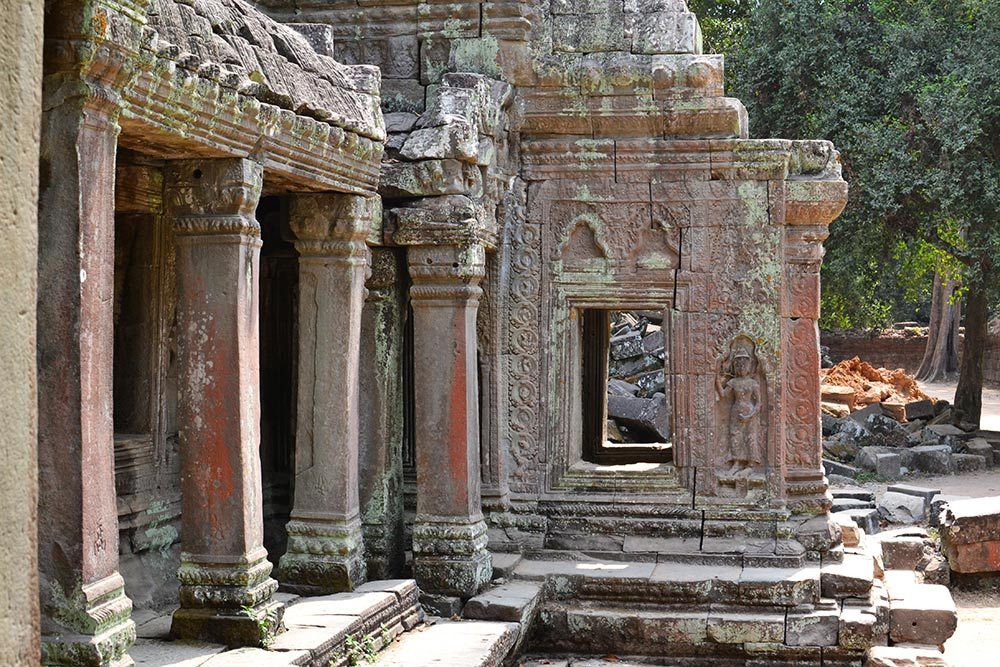 Есть храмы, по каким-то причинам не так интересные туристам. Там можно уединиться, побродить втишине, спокойно и внимательно все рассмотреть