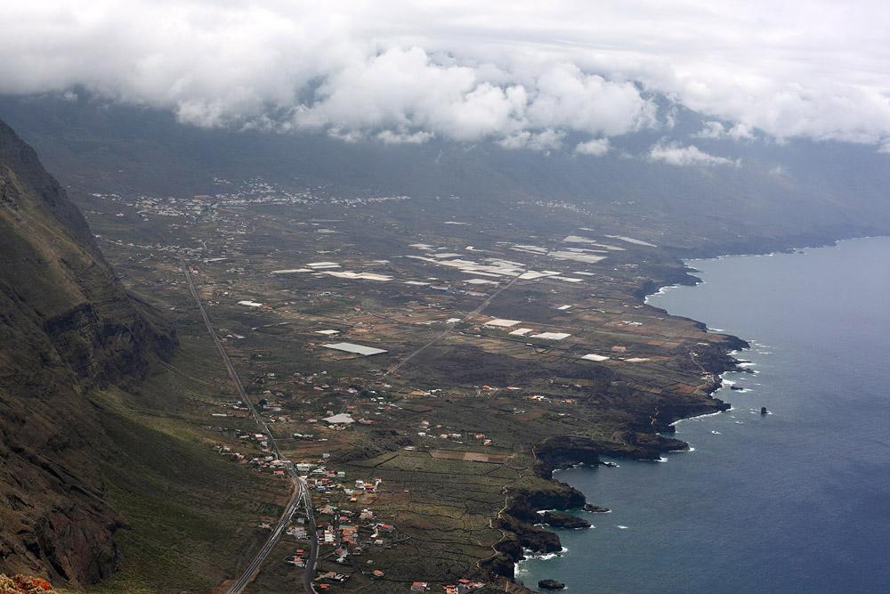 С 700-метровой высоты площадки Мирадор-де-ла-Пенья все кажется крошечным