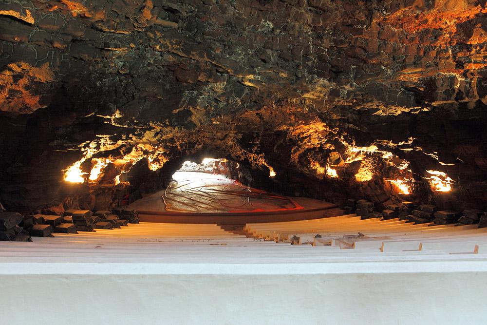 Билеты на концерт в пещере лучше покупать заранее: в день мероприятия их обычно уже нет