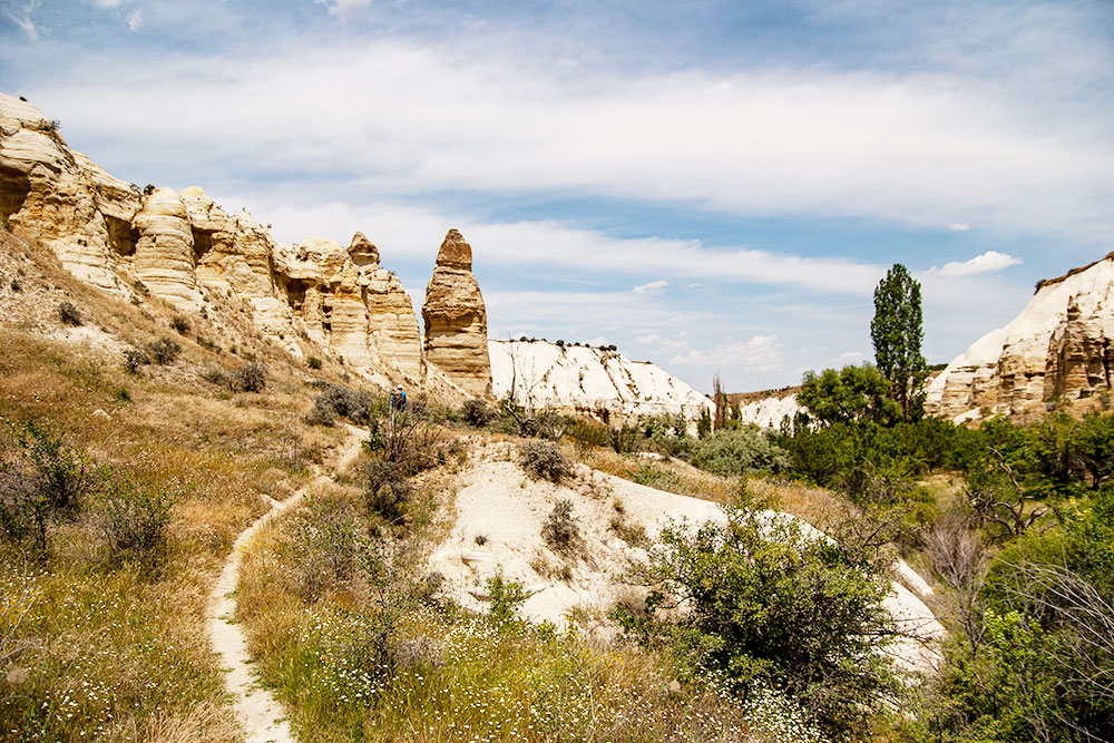 Долина Любви. На этом снимке можно видеть, как зарождается каменный фаллос