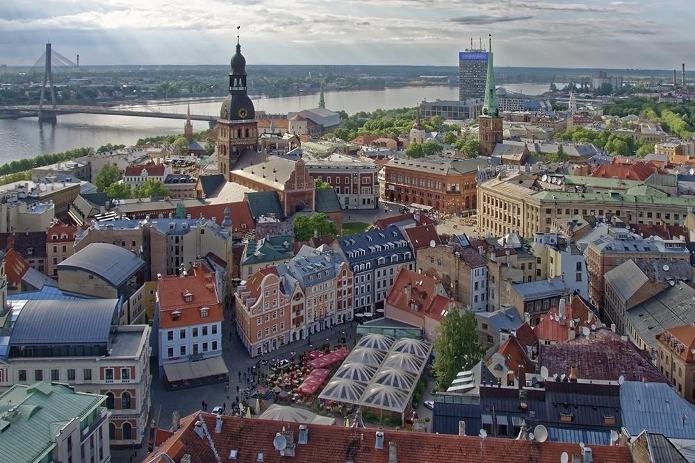 Вид на Старый город и реку Даугаву — так по-латышски называется Западная Двина. Фото: Pixabay