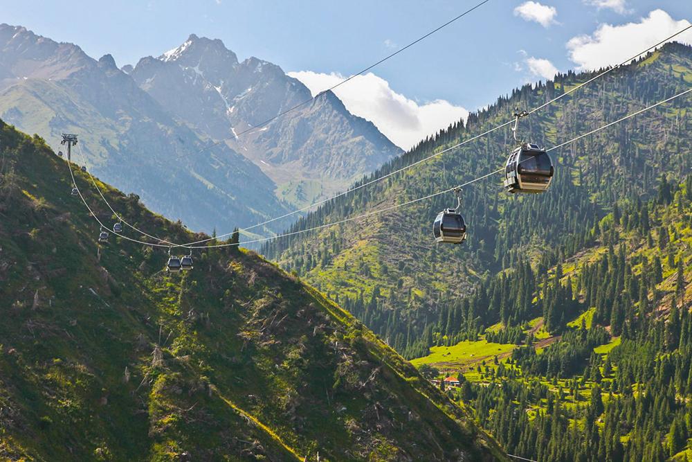 Алма-Ата находится в предгорьях Заилийского Алатау. Горы видно из любой точки города. Фото: Ninara / Flickr