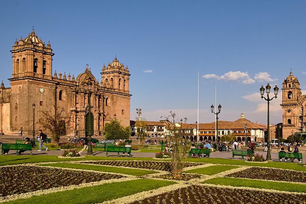 Пласа-де-Армас — центральная площадь Куско. Фото: Pedro Szekely / Flickr