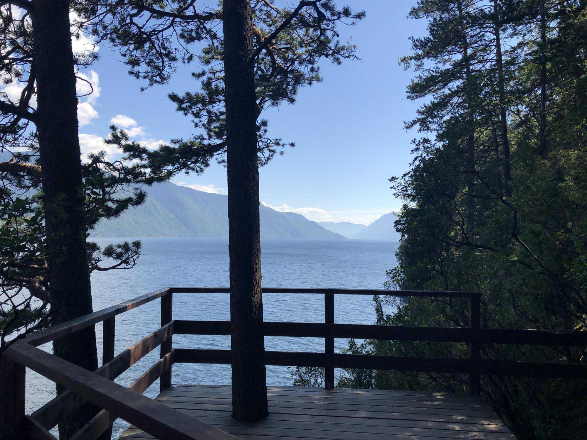 Шефред Аня Федина шлет из отпуска на Алтае такие фотографии — спасибо, Аня