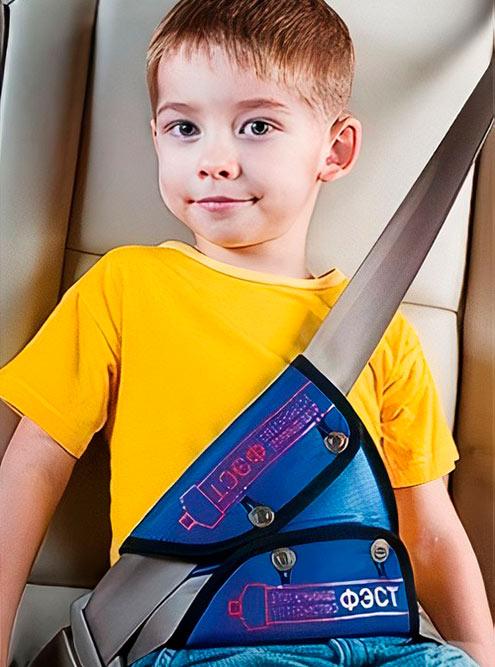 Адаптер ремня отвечает за правильное положение лямки — она проходит не через шею, а через плечо. Фото: «АвтоТовары74»