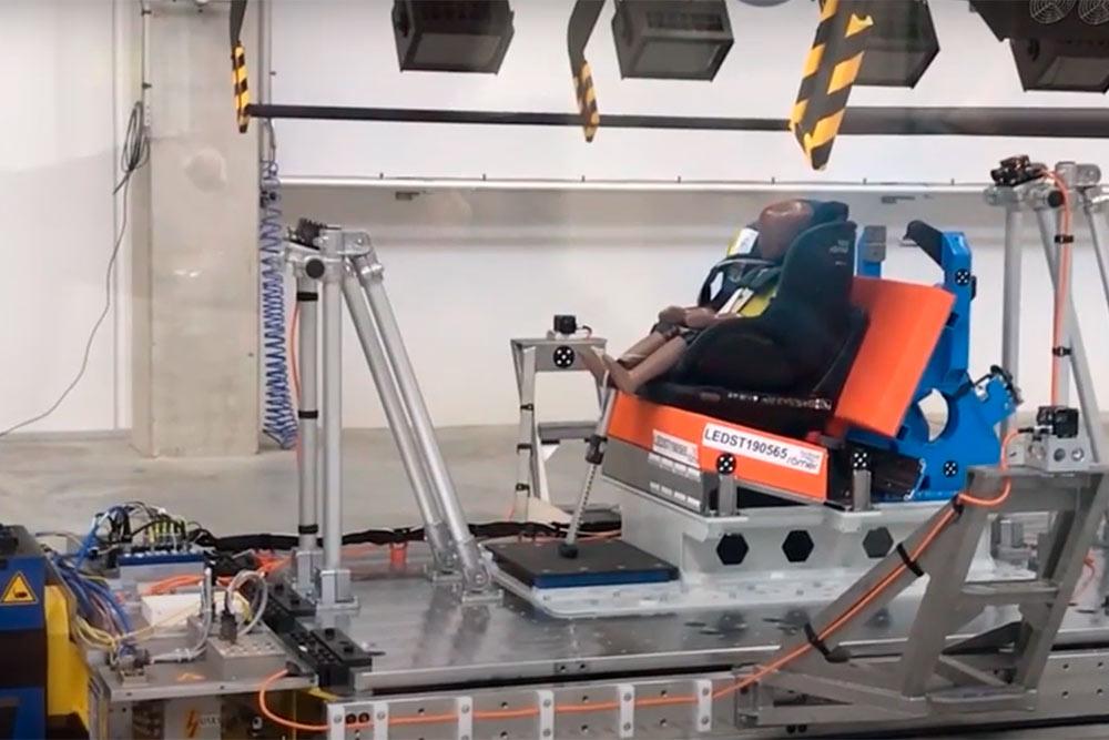 Так выглядит краш-тест на фабрике Britax Römer. Видео: канал «Автодети»