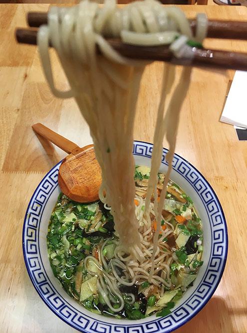 Я заказала лапшу с овощами, а получила суп с лапшой. Разные варианты приготовления лапши — норма дляКитая