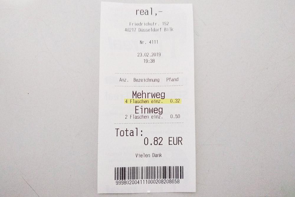 Сдавать стеклянные бутылки невыгодно: за четыре штуки мы получили всего 0,32€