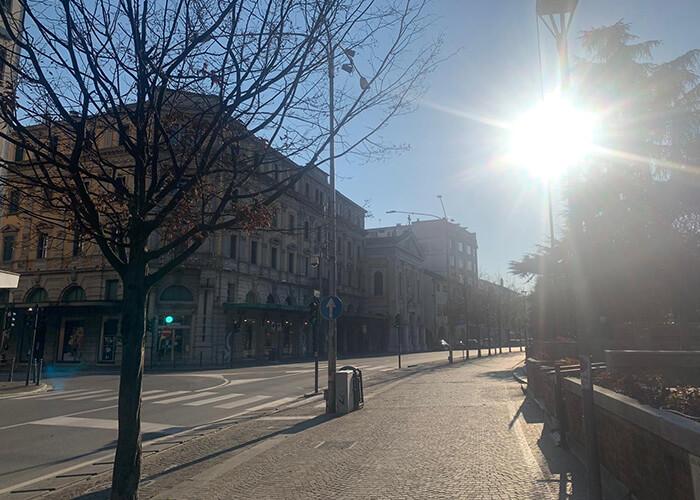 Непривычное зрелище: на улицах совсем нет людей