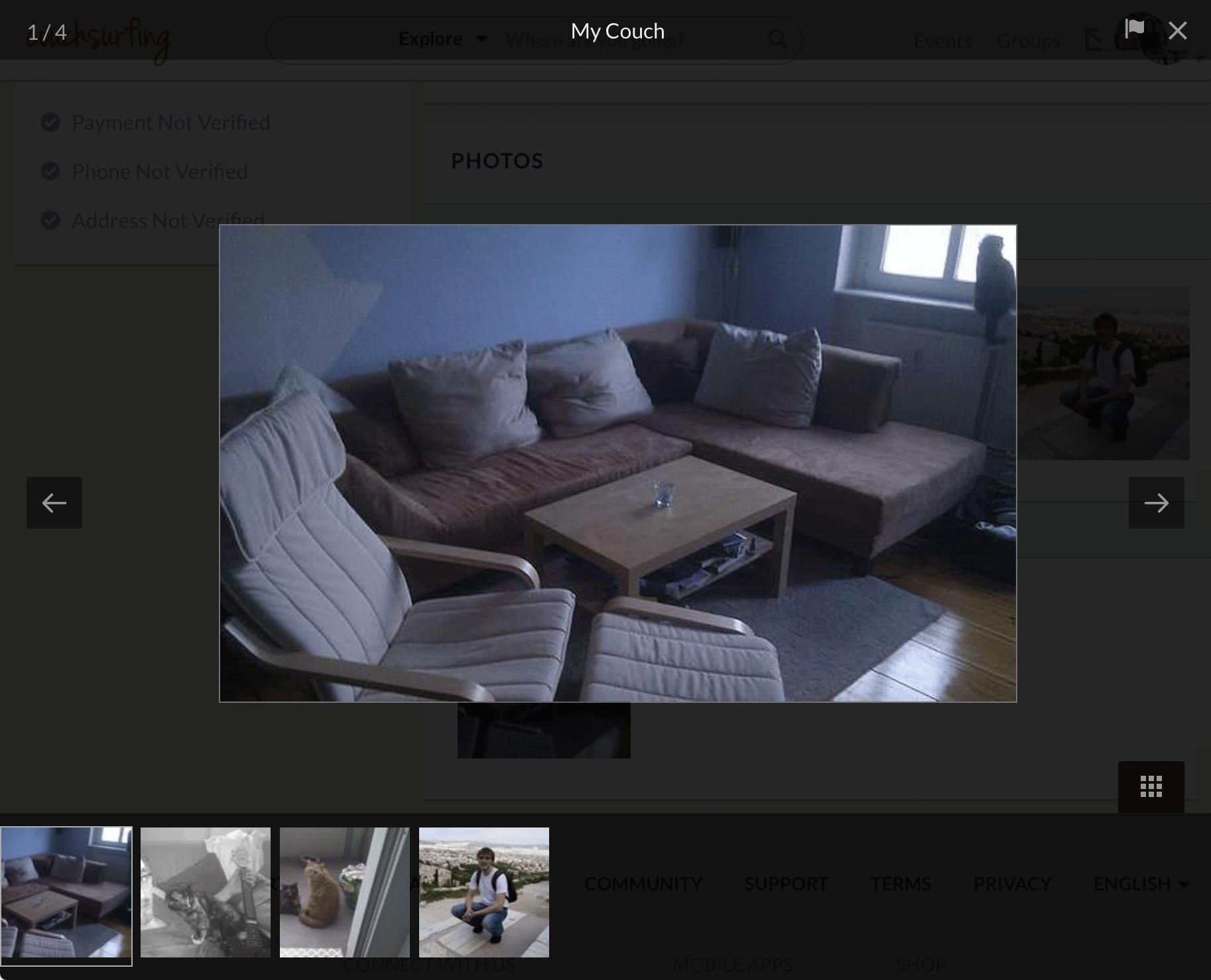 Так выглядит типичный дом каучсерфера. На этом диване я ночевал в Берлине в 2014 году. Хозяин Дэннис угощал вином и грустил о бывшей девушке — они вместе спасали котов от пожара, однако недавно расстались