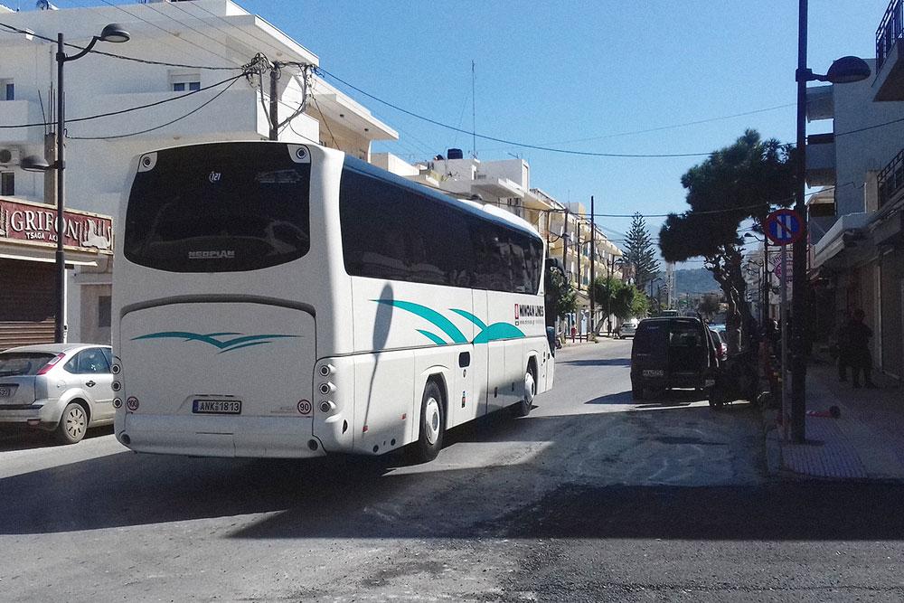 Междугородний автобус компании KTEL