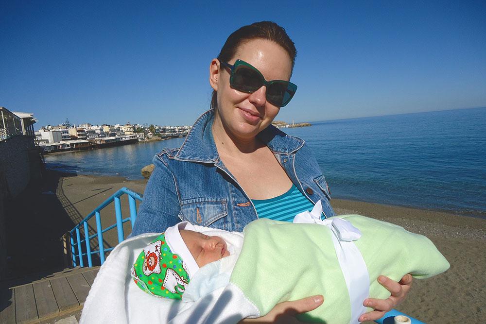 Первая прогулка с сыном в первый месяц его жизни. Это январь