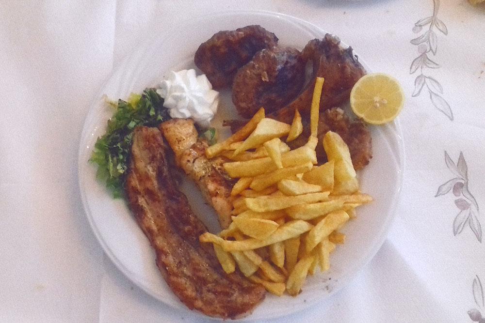 Гриль из курицы и разных видов мяса за 16€ (1168 рублей)