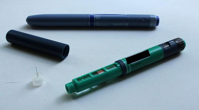 В месяц я трачу 10 шприц-ручек инсулина. В аптеке это стоит 4400 р.. Иглы для шприц-ручек продают отдельно по 7 р. за штуку