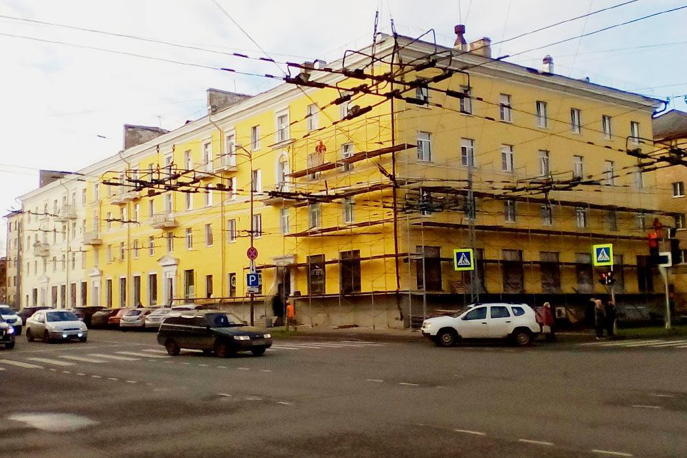 Идет ремонт фасадов