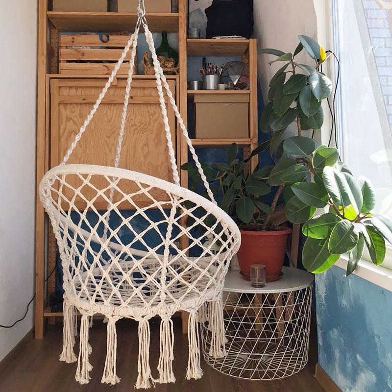 Балкон — это и швейная комната, и студия йоги, и кабинет мужа во время самоизоляции