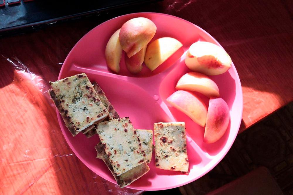 Сегодня на обед жареный тофу и нектарины