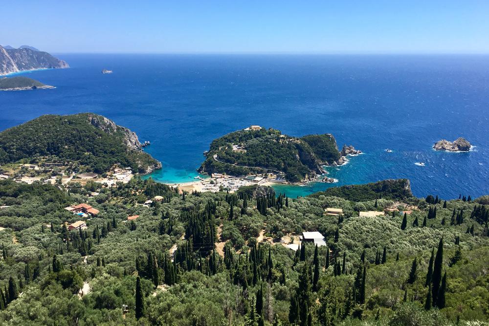 Обычно после летнего отдыха на море — люблю Грецию — я получаю такой заряд бодрости, что долго хорошо себя чувствую. Но этим летом отдых на море обломился