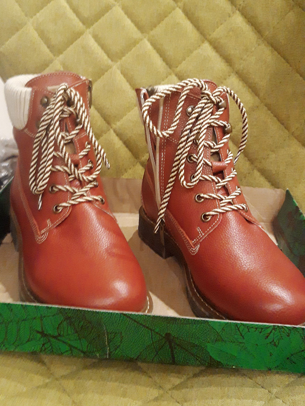 Ботинки из неубиваемой кожи