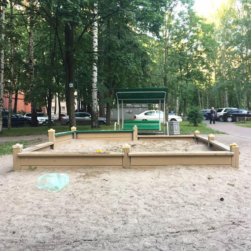 Детская площадка, где мы гуляем по вечерам