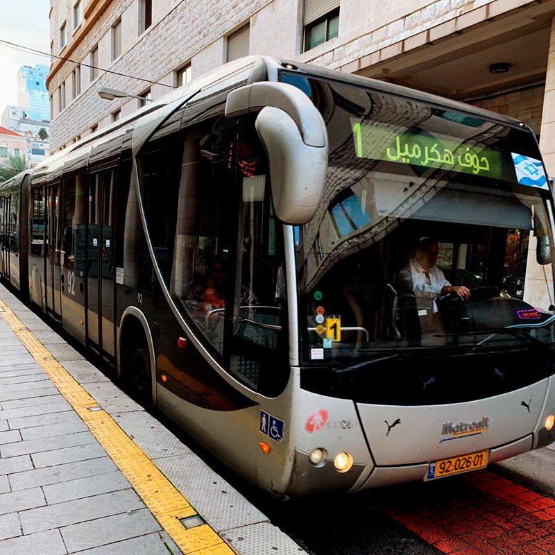 А это метронит — обычный автобус, только длинный и серый