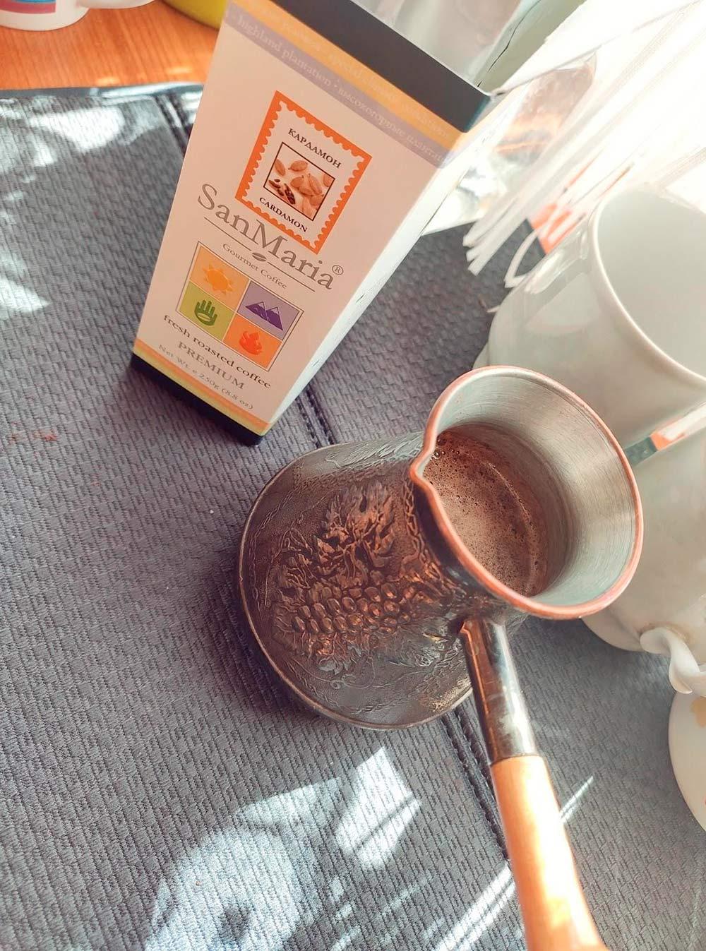Новый кофе с кардамоном пришелся мне по вкусу, но из-за резкого аромата не понравился остальным