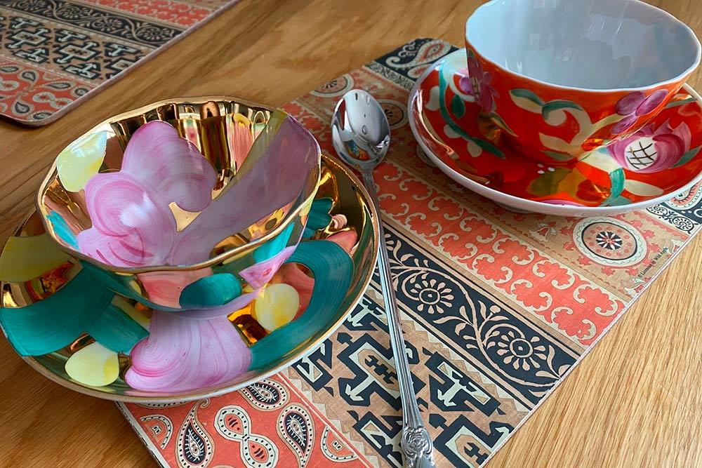 Подарок маме. Она любит пить кофе по утрам из красивых чашек, это ее особый ритуал