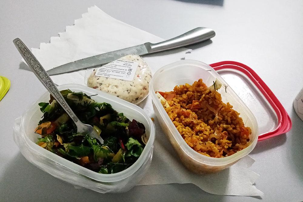 Так выглядит мой обычный рабочий обед