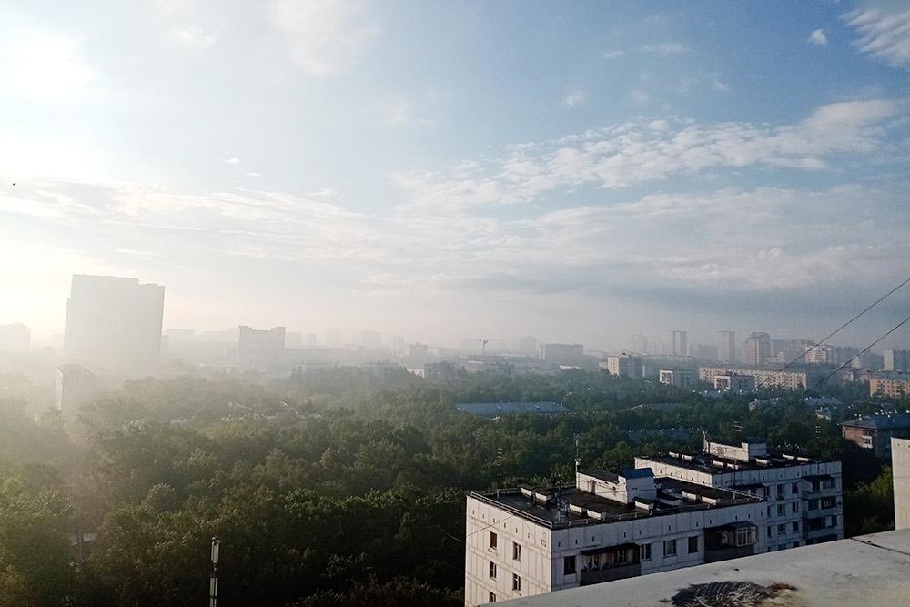 Вид с 18 этажа технического балкона ранним воскресным утром