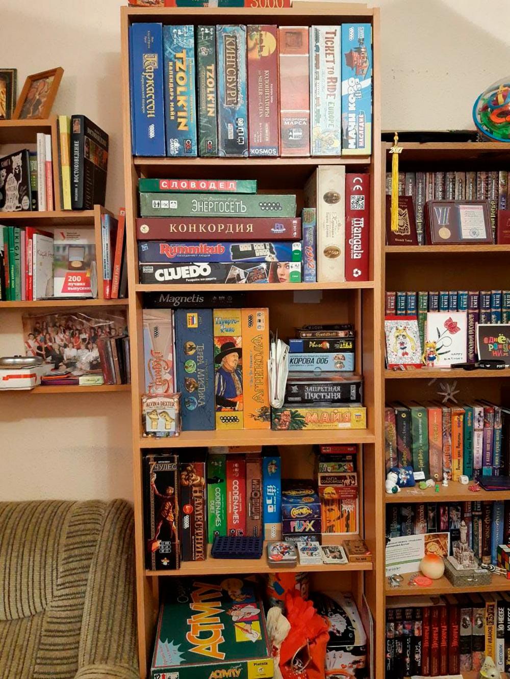 Моя коллекция настольных игр. Я собираю ее с 2009года. В 2011—2016 годах я работала гейм-мастером на игротеках от магазинов настольных игр — объясняла гостям правила игр, чтобы им не приходилось читать их самим