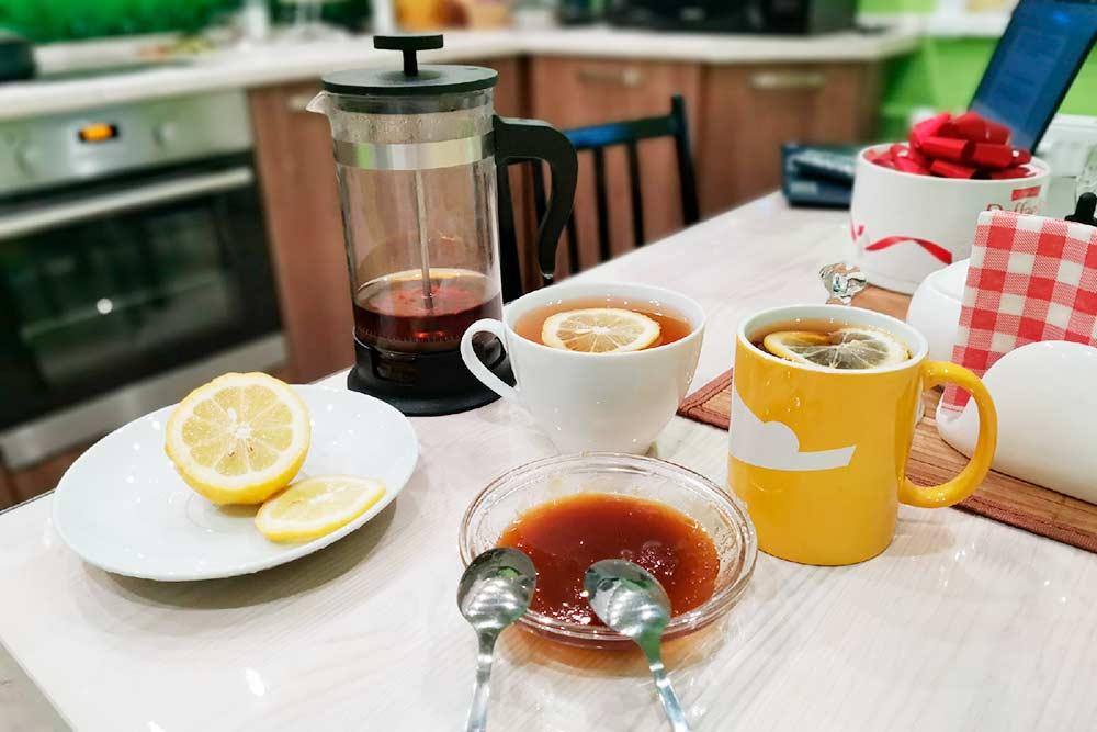 Люблю чай с медом, он у меня натуральный. Привожу с собой, когда езжу в гости к родителям в Башкирию