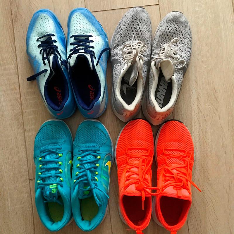 У меня четыре пары кроссовок: длясквоша, бега, базовые зальные и уличные. Обожаю кроссовки. Былабы моя воля, ходилабы только в них