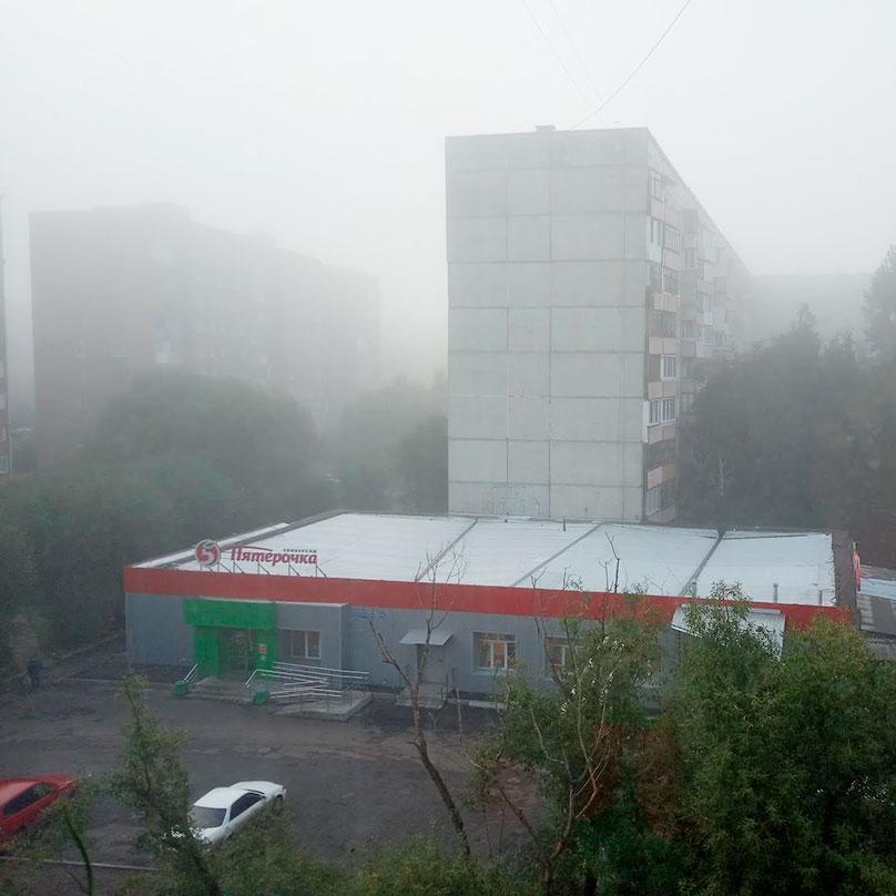Вид с моего балкона. Вчера был серый туман, сегодня белый. Пахнет газом